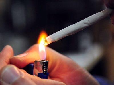 """""""Μαχαίρι"""" στο κάπνισμα και στις παιδικές χαρές"""