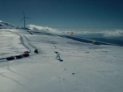Kite surfing στο αιολικό πάρκο της Πάτρας, στο Παναχαϊκό όρος - Μαγικές εικόνες - ΒΙΝΤΕΟ