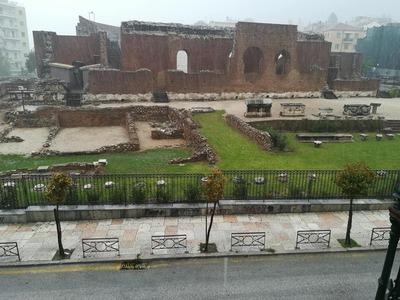 Μέχρι και το Ρωμαϊκό Ωδείο της Πάτρας πλ...