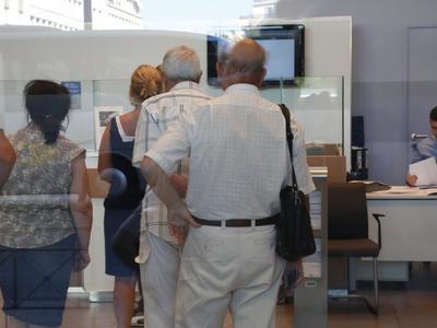 Στο περίμενε 350.000 συνταξιούχοι - Εκκρεμμούν οι αιτήσεις τους, πρόβλημα με ελλείμματα στα ταμεία
