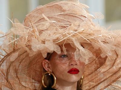Summer Hats: Καπελωνόμαστε με ψάθες, ξέφτια, κορδέλες και retro mood