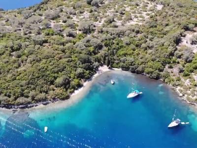 Νησίδα Θηλιά: Ο επίγειος παράδεισος του Ιονίου – ΒΙΝΤΕΟ