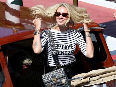 Mόνο με Dior η Κιάρα Φεράνι στη Βενετία, έγινε ταινία το success story της