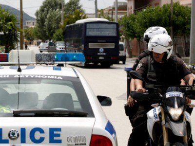 Συμμορία ανηλίκων στο Αίγιο διέρρηξε αυτοκίνητο κι έκλεψε 150 ευρώ