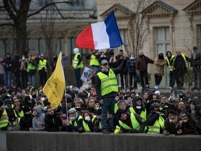 """Τα """"Κίτρινα Γιλέκα"""" συγκεντρώνονται και πάλι στο Παρίσι"""