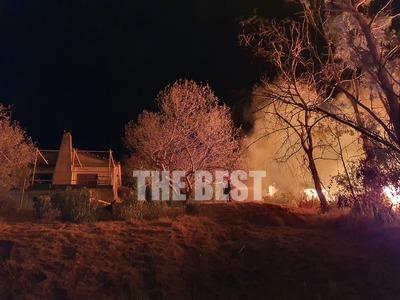 Πάτρα: Κοντά σε σπίτι οι φλόγες της φωτιάς- ΦΩΤΟ