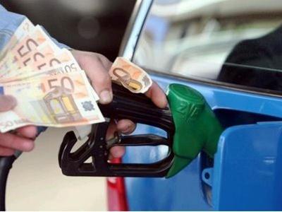 Ασύλληπτο! Έκλεψαν κρατικές πινακίδες για να βάζουν τσάμπα βενζίνη