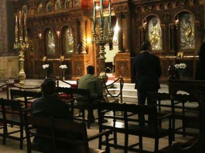 Πάτρα: Ο ιερέας άνοιξε για ατομική προσευχή, μαζεύτηκαν πολλοί και ήρθε η αστυνομία