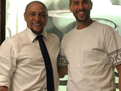 Ο Σάκης Καλογερόπουλος με τον Ρομπέρτο Κάρλος