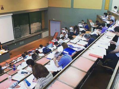 «Σάουνα» οι αίθουσες εξετάσεων του ΕΑΠ, καταγγέλλουν οι φοιτητές