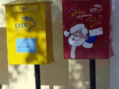 Στήθηκαν τα κόκκινα κουτιά των ΕΛΤΑ για τα γράμματα προς τον Άη Βασίλη