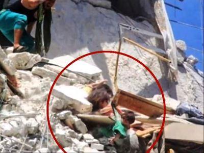 Συρία: Συγκλονίζει η 5χρονη προσπάθησε να σώσει την αδελφή της