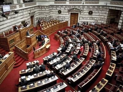 Με ευρύτατη πλειοψηφία ψηφίστηκε το νομοσχέδιο για τις 120 δόσεις