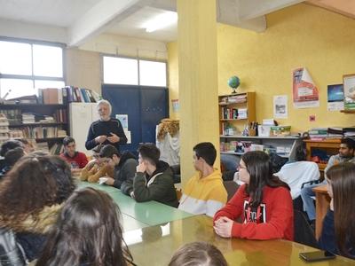 Μαθητές του 13ου Γυμνασίου Πάτρας επισκέφθηκαν την Κίνηση Υπεράσπισης των Δικαιωμάτων Προσφύγων-Μεταναστών