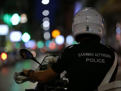 Ηλεία: Σέρβιρε ποτά στο καφενείο και συνελήφθη