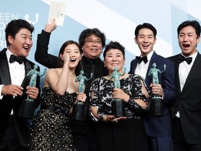 """Η ταινία """"Parasite"""" από τη Ν. Κορέα έγραψε ιστορία στην 26η τελετή απονομής των βραβείων SAG"""