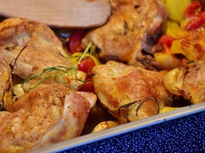 Κοτόπουλο με κρούστα μπαχαρικών και σαλά...