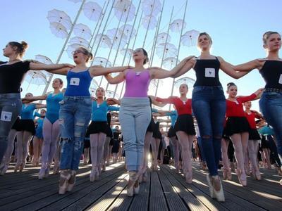 6d44741d012 Ρεκόρ Γκίνες από 429 χορευτές στη Θεσσαλονίκη – ΔΕΙΤΕ ΦΩΤΟΓΡΑΦΙΕΣ και ΒΙΝΤΕΟ