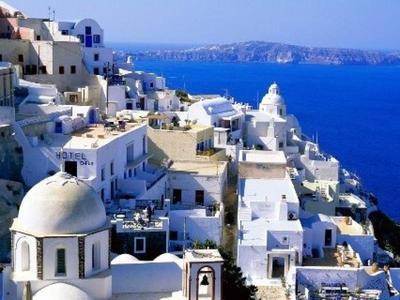 Forbes: «Αξίζει να πάει κανείς διακοπές ...