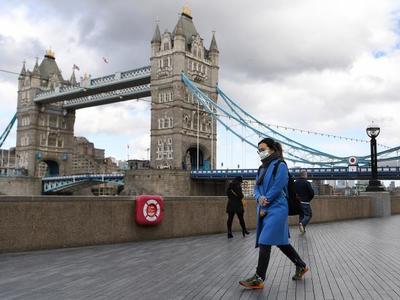 Κορωνοϊός – Βρετανία: Τα καθυστερημένα μέτρα και η ραγδαία εξάπλωση