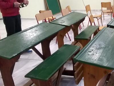 Νοσταλγία! Τα ξύλινα θρανία της παλιάς εποχής επέστρεψαν σε σχολείο της Πάτρας - ΦΩΤΟ