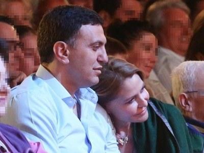 Μπαλατσινού- Κικίλιας: Αγκαλιά στο θέατρο!