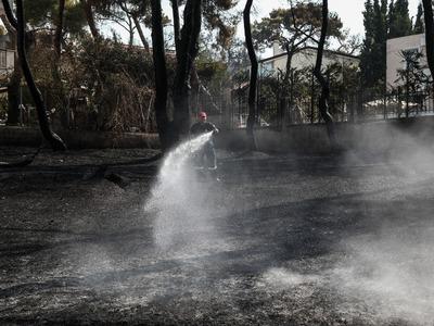 Βαρυμπόμπη: Κάηκαν 80 σπίτια -Στάχτη σχε...