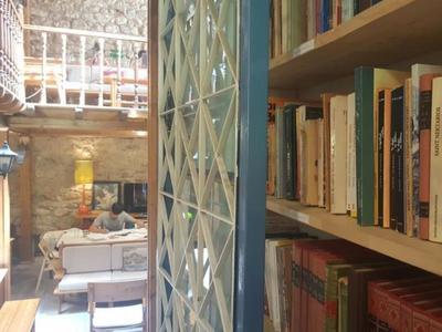 Η ιδιαίτερη βιβλιοθήκη της οικογένειας Άννινου  στην Τριών Ναυάρχων της Πάτρας - ΦΩΤΟ