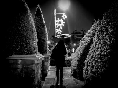 Ατμοσφαιρικά, ανάμεσα στα χριστουγεννιάτικα δέντρα