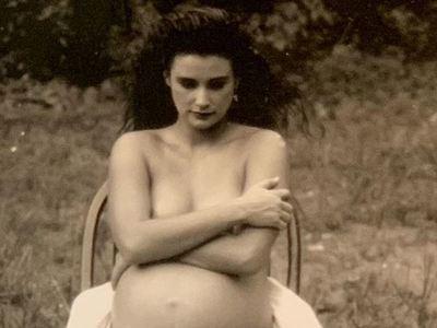 Η φωτογραφία της εγκυμονούσας Demi Moore από το μακρινό 1988