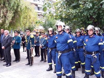 Συγκίνηση στο τρισάγιο στο Μνημείο πεσόντων Πυροσβεστών στην Πάτρα