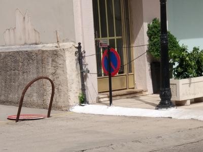 Πάτρα: Αλυσίδες στην πόρτα για τους διαρ...