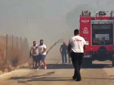 Πάτρα: Στη μάχη με τις φλόγες στο Ριγανό...