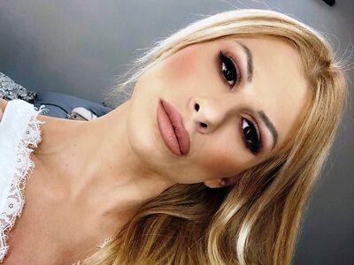 Η Ευρυδίκη Παπαδοπούλου ποζάρει topless ...