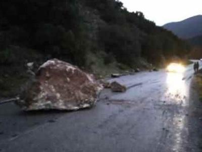 Κατολίσθηση βράχων στον δρόμο Κλειτορία-Τρίπολη
