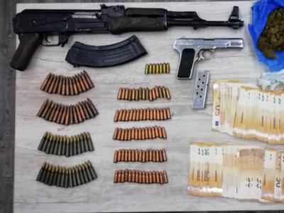 Από καλάσνικοφ μέχρι tokarev – Συνελήφθησαν στην Πάτρα με βαρύ οπλισμό
