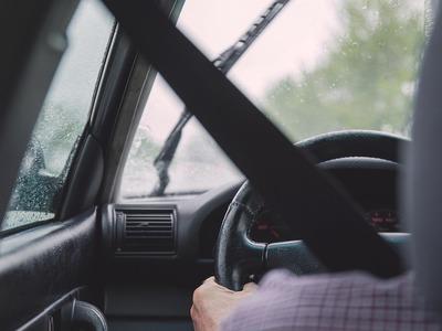 Παράταση στις άδειες οδήγησης για τους άνω των 74 ετών