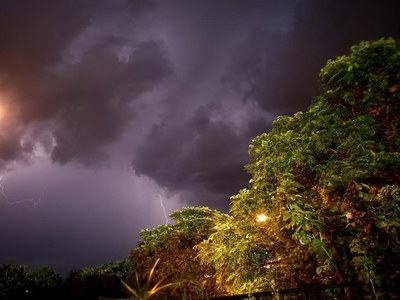 Μπλακ άουτ στο Αγρίνιο από τους κεραυνούς-Μανιασμένοι άνεμοι στη Ζάκυνθο