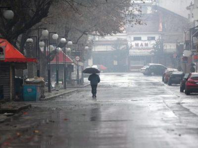 """""""Μένουμε σπίτι"""" και λόγω ...καιρού - Βροχές μέχρι την Παρασκευή και βλέπουμε..."""