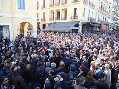 ΠΑΤΡΑ:Έδιωξαν τους επισήμους και έγινε η παρέλαση-Έψαλαν όλοι μαζί τον Εθνικό ύμνο!