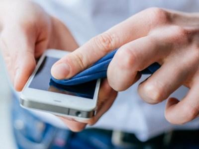 Κορωνοϊός και κινητό τηλέφωνο -Πώς και κάθε πότε πρέπει να το καθαρίζουμε