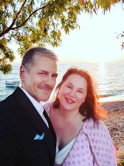 Οι κουμπάροι Βένια και Άγγελος ποζάρουν λίγο μετά το γάμο! Πάντα άξιοι!
