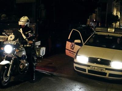 Πάτρα: Κατήγγειλαν επίθεση και ξυλοδαρμό από τρία άτομα, επειδή είχαν μαζί τους την Ελληνική σημαία