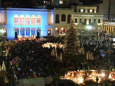 Χριστούγεννα είναι! Δείτε κι άλλες φωτό από την πλατεία Γεωργίου