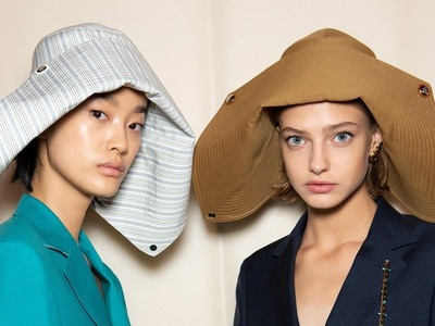 «Kατά κεφαλήν»: Καπέλα, κοκαλάκια, μαντήλια που λατρεύει η φετινή καλοκαιρινή μόδα