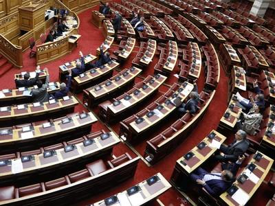 «Η κυβέρνηση έπαιξε μικροκομματικά παιχνίδια με το Σύνταγμα»