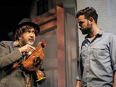 """Ο Αχαιός ηθοποιός Νίκος Πολυδερόπουλος κάνει έναν Ρομά πλάι στον Λαζόπουλο στο """"Βρε Καλώς τους"""""""