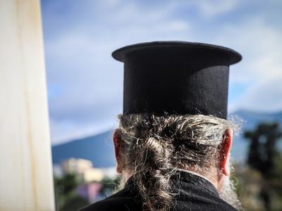 Πρώην ιερέας χάκαρε τράπεζα - Με 120 χιλ...