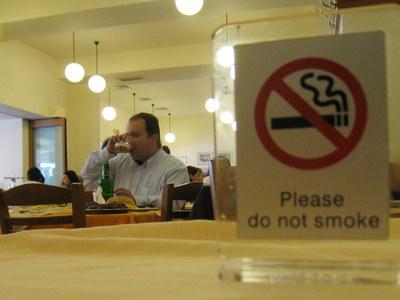 Ξεκινούν μεταμεσονύχτιοι έλεγχοι για το  κάπνισμα στην Πάτρα