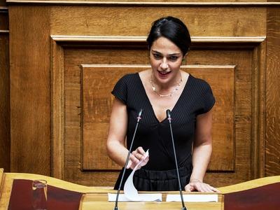 Δόμνα Μιχαηλίδου: 2.000 ευρώ για κάθε παιδί που γεννιέται - Δεν θα κοπεί κανένα επίδομα